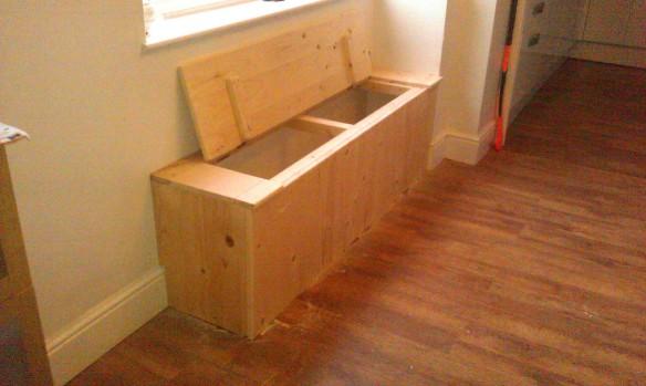 Seated shoe box