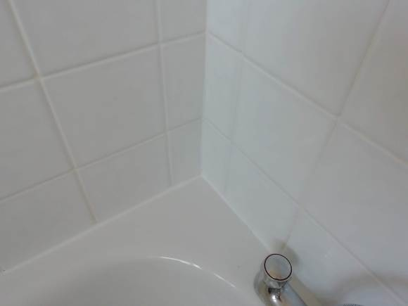 re sealed bath edge